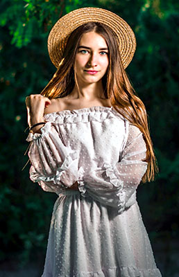 Comfort girl Elizaveta from Berdyansk (Ukraine), 21 yo, hair color brown-haired