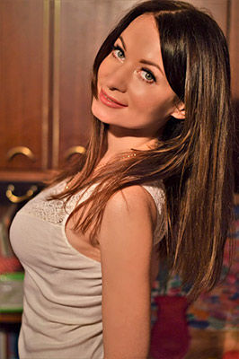 Familyoriented bride Irina from Kiev (Ukraine), 36 yo, hair color black