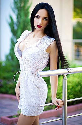 Educated bride Lyubov' from Alchevsk (Ukraine), 23 yo, hair color brunette