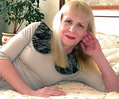Warmhearted bride Lyubava from Dnipro (Ukraine), 44 yo, hair color blonde