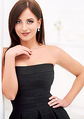 Positive lady Liliya from Ivano-Frankovsk (Ukraine), 25 yo, hair color brunette
