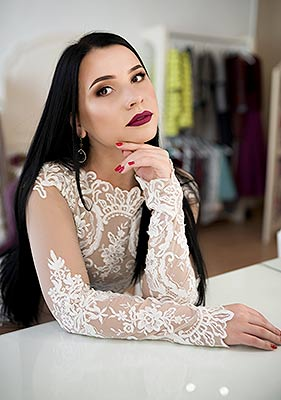 Joyful girl Mariya from Ivano-Frankovsk (Ukraine), 26 yo, hair color black