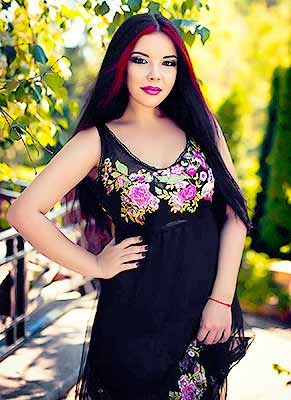 Happy bride Yuliya from Kharkov (Ukraine), 22 yo, hair color black