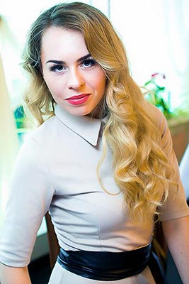 Kindhearted lady Inna from Kharkov (Ukraine), 27 yo, hair color brown