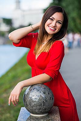 Capable lady Aleksandra from Kharkov (Ukraine), 32 yo, hair color chestnut
