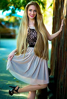 Temperamental lady Elena from Kherson (Ukraine), 31 yo, hair color light brown