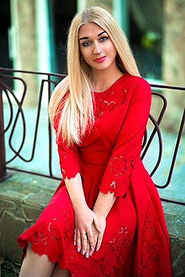 Creative woman Yuliya from Kherson (Ukraine), 36 yo, hair color blonde