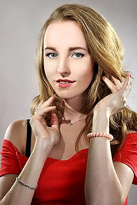 Joyous bride Ekaterina from Kiev (Ukraine), 25 yo, hair color chestnut