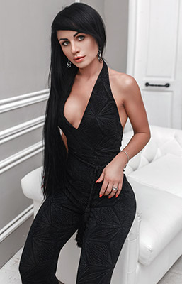 Sunny woman Alina from Kiev (Ukraine), 37 yo, hair color brunette