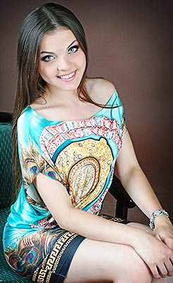 Cheerful bride Natal'ya from Lugansk (Ukraine), 21 yo, hair color brown