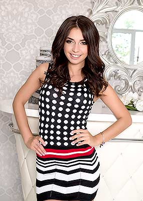 Kind girl Yuliya from Kiev (Ukraine), 22 yo, hair color chestnut