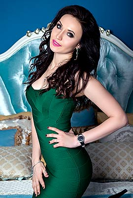 Serious woman Yellina from Kiev (Ukraine), 28 yo, hair color brunette