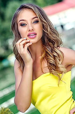 Confident bride Ekaterina from Ternopol (Ukraine), 22 yo, hair color brown