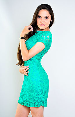 Oldfashioned lady Ilona from Kiev (Ukraine), 25 yo, hair color chestnut