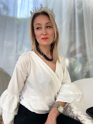 Positive lady Karina from Krasny Luch (Ukraine), 38 yo, hair color brown-haired