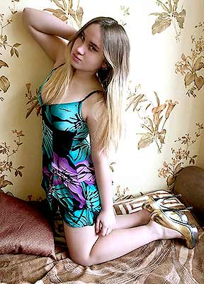 Familyoriented girl Anjelika from Zaporozhye (Ukraine), 19 yo, hair color brown