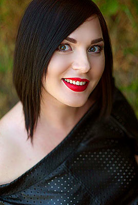 Cheerful bride Irina from Nikolaev (Ukraine), 30 yo, hair color brunette
