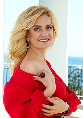 Serious lady Ekaterina from Odessa (Ukraine), 45 yo, hair color blonde