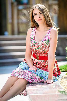 Kind bride Anastasiya from Poltava (Ukraine), 21 yo, hair color brown-haired
