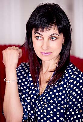 Romantic woman Inna from Zaporozhye (Ukraine), 45 yo, hair color brunette