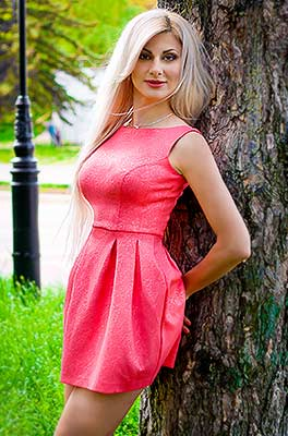 Fond lady Viktoriya from Zaporozhye (Ukraine), 35 yo, hair color blonde