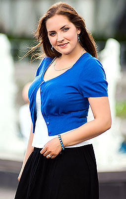 Educated bride Ekaterina from Zaporozhye (Ukraine), 28 yo, hair color brown-haired