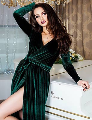Optimistic lady Yuliya from Kharkov (Ukraine), 23 yo, hair color brunette