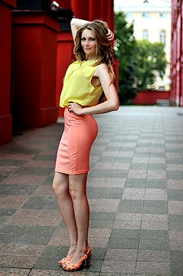 Optimistic bride Nina from Kiev (Ukraine), 28 yo, hair color brown
