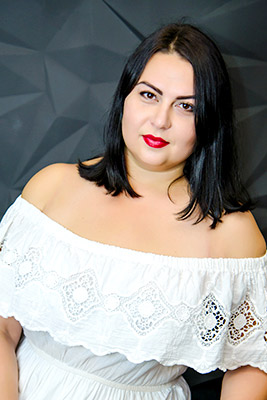 Pretty lady Yana from Berdyansk (Ukraine), 37 yo, hair color black