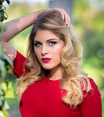 Goaloriented girl Arina from Odessa (Ukraine), 21 yo, hair color blonde