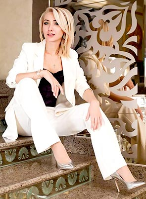 Sweet lady Irina from Dnepropetrovsk (Ukraine), 29 yo, hair color blonde