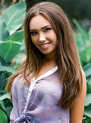 Wellbred bride Valeriya from Dnipro (Ukraine), 22 yo, hair color brown-haired