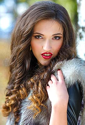 Cheerful girl Anna from Dnepropetrovsk (Ukraine), 24 yo, hair color brown