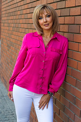 Active lady Viktoriya from Dnipro (Ukraine), 47 yo, hair color light brown