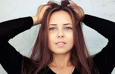 Serious girl Yuliya from Odessa (Ukraine), 24 yo, hair color brunette