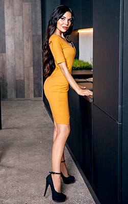 Sociable lady Aleksandra from Rubezhnoe (Ukraine), 25 yo, hair color brunette