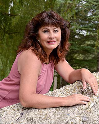 Educated bride Dilyara from Feodosia (Russia), 60 yo, hair color brown-haired