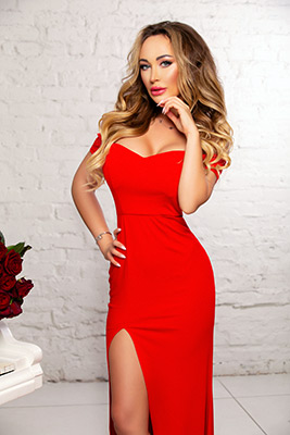 Enthusiastic lady Inna from Kiev (Ukraine), 30 yo, hair color blonde