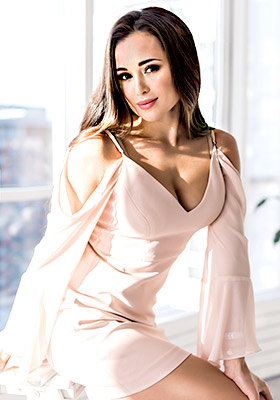 Enthusiastic bride Yana from Kiev (Ukraine), 27 yo, hair color brown-haired