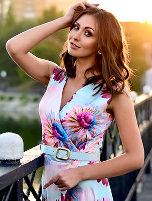 Attentive lady Marina from Donetsk (Ukraine), 28 yo, hair color chestnut