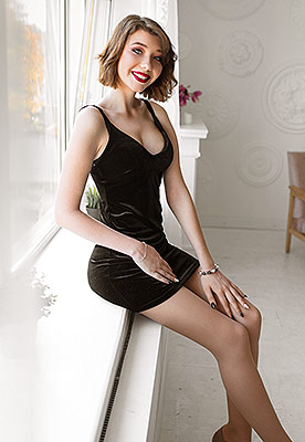 Kind lady Nadejda from Ivano-Frankovsk (Ukraine), 22 yo, hair color brown