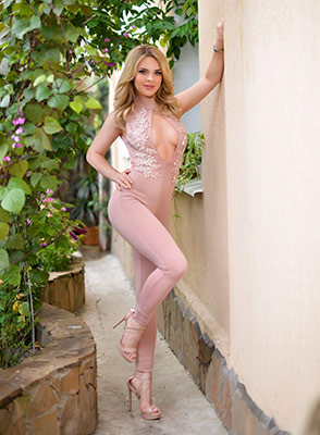 Manysided girl Alina from Kharkov (Ukraine), 26 yo, hair color blonde