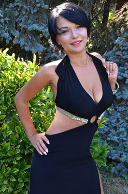 Optimistic bride Yuliya from Sumy (Ukraine), 30 yo, hair color black