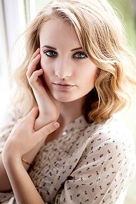 Kind girl Evgeniya from Kharkov (Ukraine), 24 yo, hair color blonde