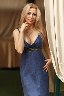 Family oriented wife Tat'yana from Kharkov (Ukraine), 42 yo, hair color blonde