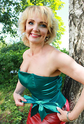 Positive lady Yuliya from Kharkov (Ukraine), 44 yo, hair color peroxide blonde