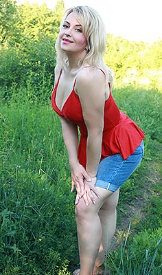 Tactful bride Larisa from Kharkov (Ukraine), 49 yo, hair color blonde