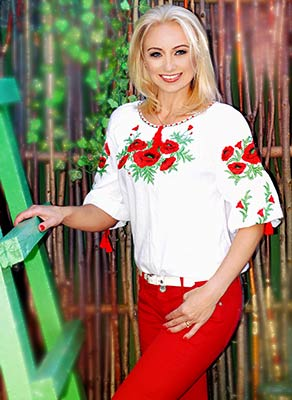 Communicable bride Elena from Kharkov (Ukraine), 44 yo, hair color blonde
