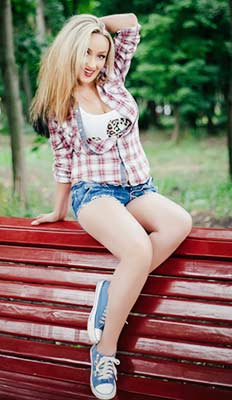 Familyoriented bride Anna from Kharkov (Ukraine), 34 yo, hair color blonde