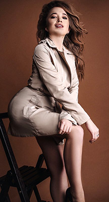 Alone girl Dar'ya from Kherson (Ukraine), 25 yo, hair color chestnut